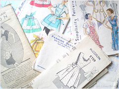 04.01.08 {nifty thrift | vintage apron patterns}