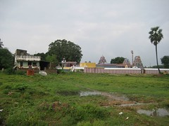 Temple with Gurukkal house by the side