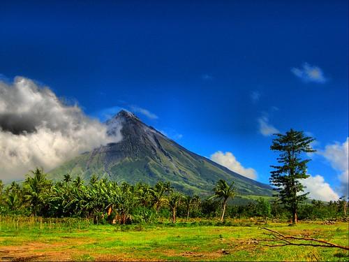 majestic mayon volcano..