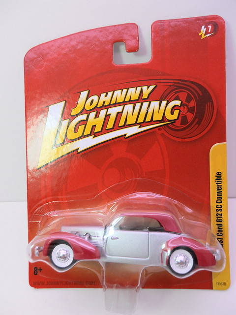 johnny lightning  1937 cord 812 sc convertible (1)