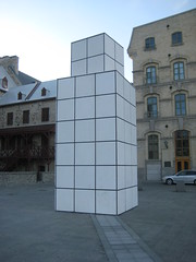 How many cubes can you see? Old lower town, Québec city