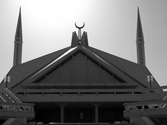 Faisal Mosque (Black and white).