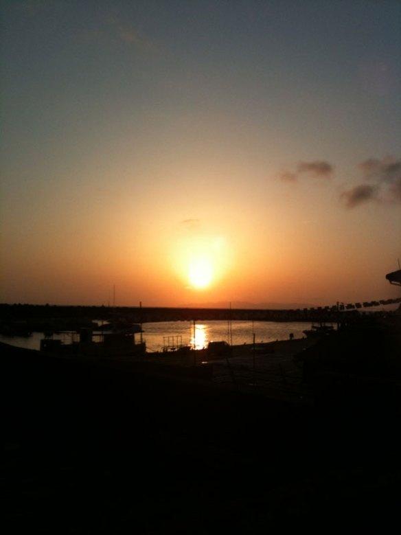 夕暮れの桑川港