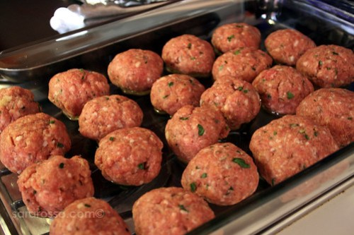 Meatballs ready for the oven