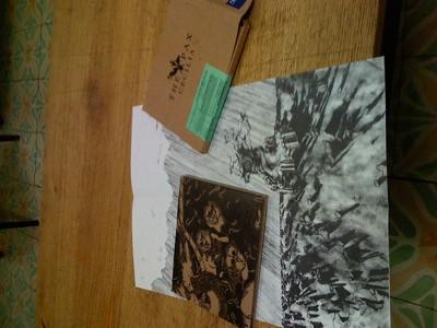 Una imagen de la caja del CD, el miniposter y la caja donde venía todo