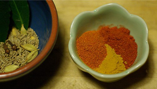 spices for chicken-tomato curry