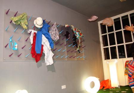 Garderobe zum Werfen der Bekleidung