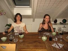 Anne und Moni warten auf das gute Essen