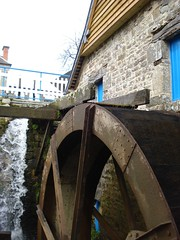 Th e Water Mill - Moulin Hy