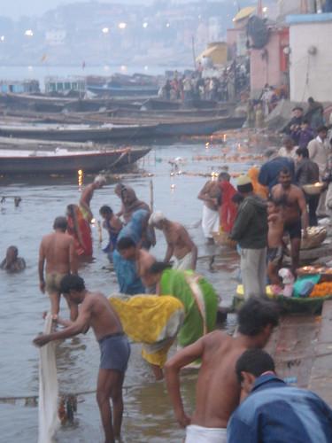 Ganges River1-9清早就有人在沬浴