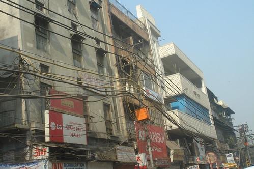 Old Delhi1-2電線交織