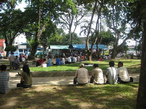 davao street scene people relaxing park Pinoy Filipino Pilipino Buhay  people pictures photos life Philippinen  菲律宾  菲律賓  필리핀(공화�) Philippines
