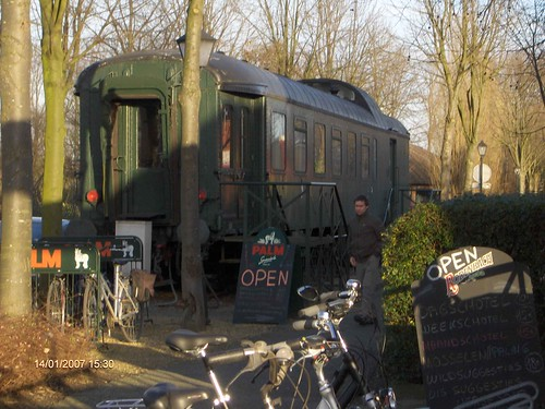 treinwagon in Leirekenstationneken in Steenhuffel