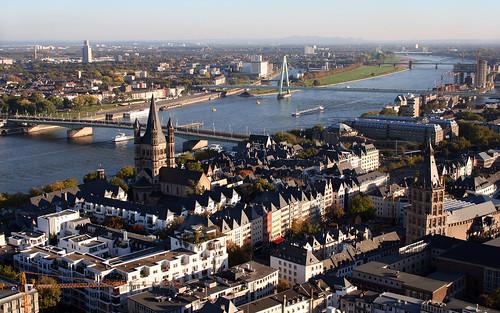 Sungai Rhein yang melewati kota Koln