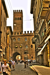 Bologna 19 (gatogrunge) Tags: italia cityscape bologna slowfood golddragon aplusphoto