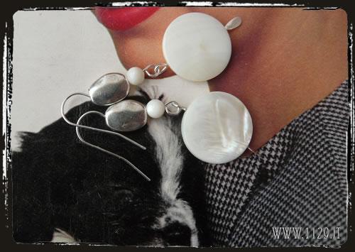 Orecchini bianchi madreperla - White mother of pearl earrings IEGIBIA