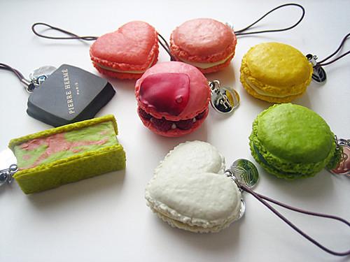 QPot - macaron mobile strap