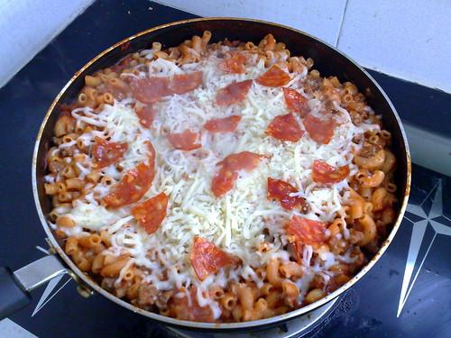 Macaroni skillet pizza