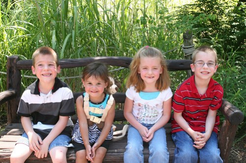 Cody, Kaidence, Kaitlyn, and Nathan at the Wichita Zoo