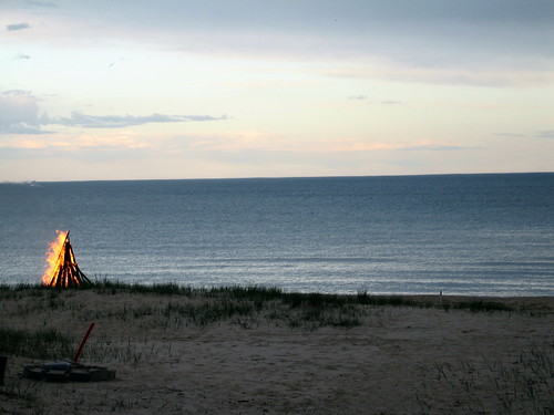 Letting Go, Lake Michigan, Sheboygan County, Wisconsin, May 2008, photo © 2008 by QuoinMonkey. All rights reserved.