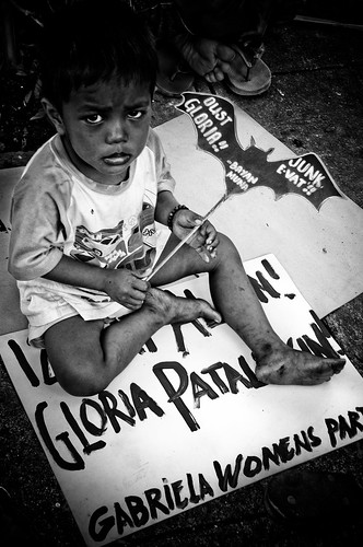 boy toddler sitting on protest placard sona Manila Buhay Pinoy Philippines Filipino Pilipino  people pictures photos life Philippinen  菲律宾  菲律賓  필리핀(공화�)