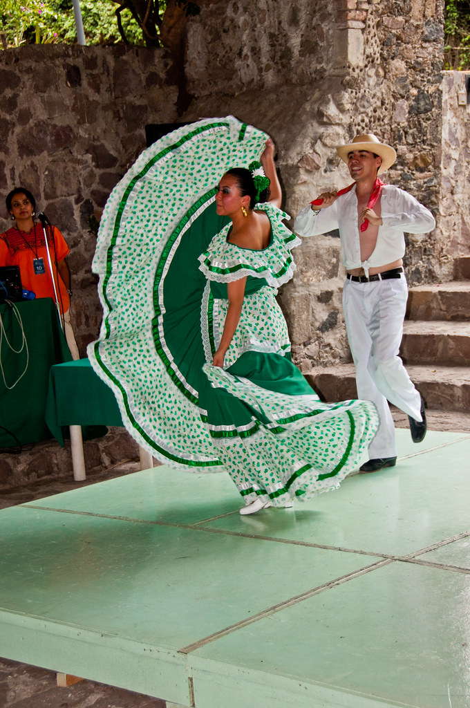 Mexican dancing at the Museo Dolores Olmedo Patino