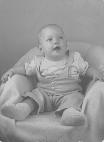 mom's bald baby picture