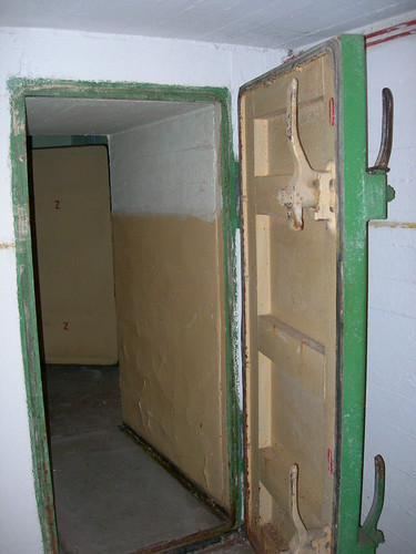 Fallout shelter inner door