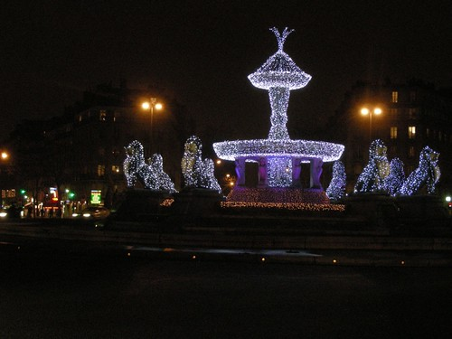 fountain lights paris