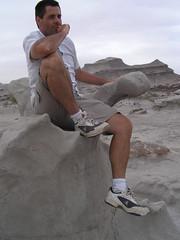 Rodin, un peu dans la lune, qui pense.
