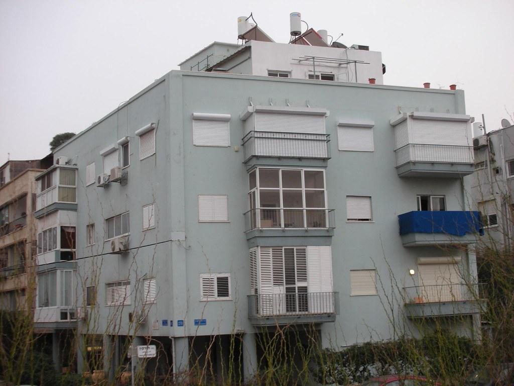 הבית הכחול מאחורי כיכר אתרים