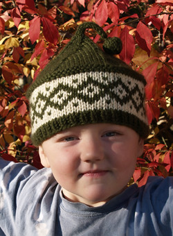 What an adorable hat & the pattern is free on Ravelry!
