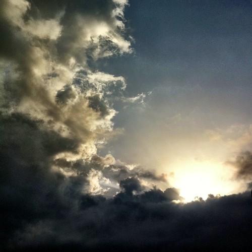 いま空です。ちとドラマティック? 今日も笑顔で(^o^)ノ < おはよー! #ohayo