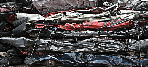 Crashed cars by Mui Bien.