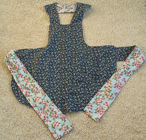 reversible apron   made by smoothiejuice