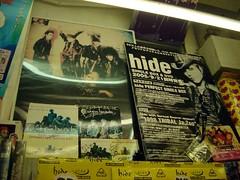 橫須賀唱片行裡的海報