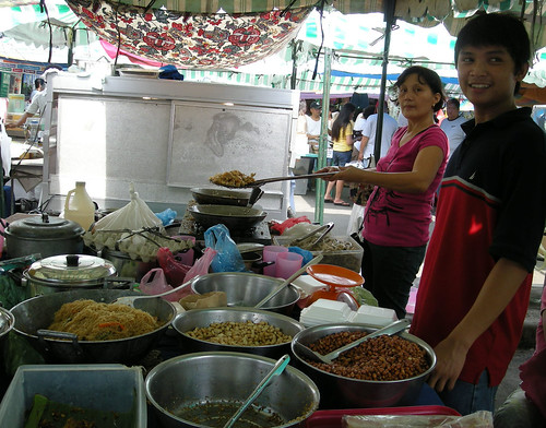 Lung Center, Quezon City, Manila food stall vendor cooking pansit pancit  Pinoy Filipino Pilipino Buhay  people pictures photos life Philippinen  菲律宾  菲律賓  필리핀(공화�) Philippines  adobong mani peanut