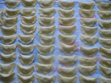 Calzoni con ricotta e cannella al sugo di salsiccia