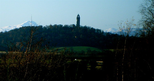 Wallace Monument and Snow Peaks