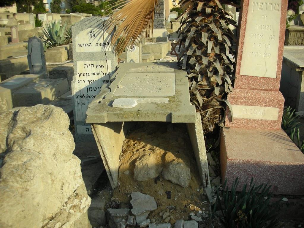 ביזיון בית-הקברות