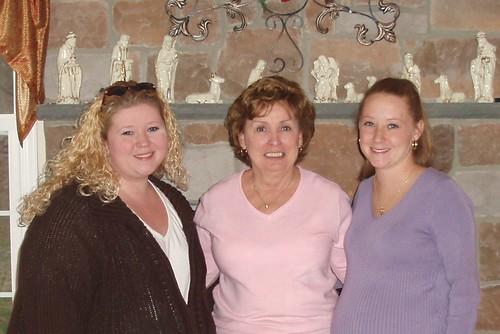 Lisa, Aunt Joan & Laura