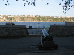 Cannon pointing at Lévis, Old lower town, Québec city