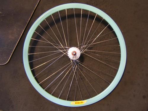 three leading/three trailing laced wheel