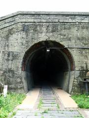 舊鐵道的隧道,沒有燈