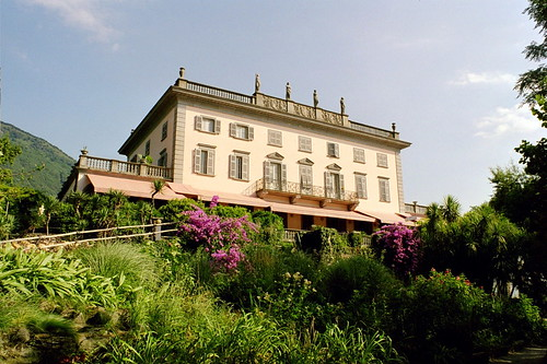 Der Palast vom Lago Maggiore aus