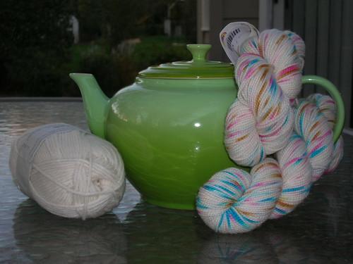 10-24 PA Teapot & yarn 2