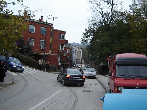Va inchipuiti traficul in Bucuresti daca aveam strazi la fel de mici ca in Sarajevo