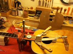 Vintage Acoustic Guitar Repair : Harmony Sovereign H1260 (6/6)