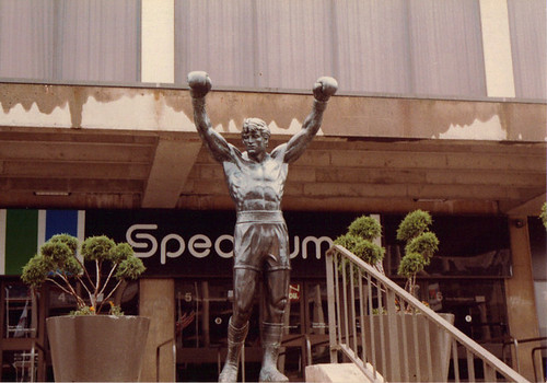 Rocky at the front of the Spectrum / Rocky devant le Spectrum