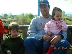 dad charlie & lola on hay ride